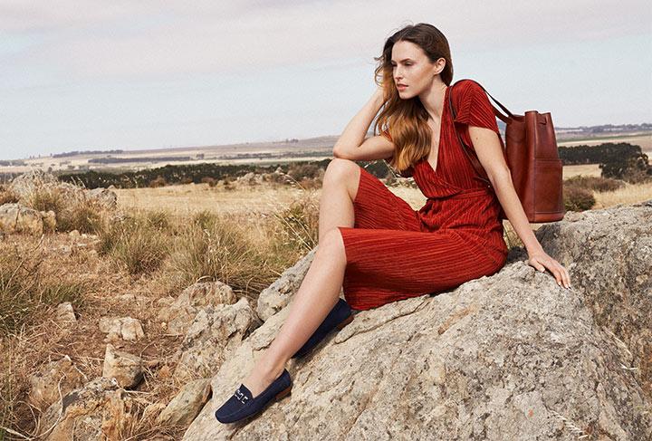 Model mit Damen Slipper Cambria